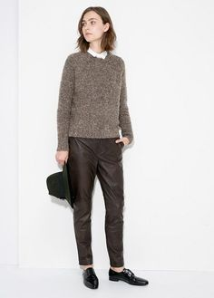 Mango sweater and leather trousers. Zara Outfit, Office Fashion, Work Fashion, Leather Trousers Women, Shopping Catalogues, Normcore, 2014 Trends, Manga, Who What Wear