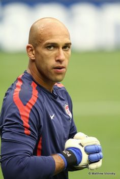 Tim Howard (USA / Everton): Communication, Presence in Goal, Technically Sound, Decision Making, . . .