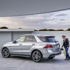The new GLE550e 4MATIC with plug-in hybrid drive combines the power and refinement of a V8 engine with the fuel consumption of a three-liter car and the versatility of a premium SUV. The drive system components comprise a V6 direct-injection gasoline engine with 329-hp and a a system peak torque of 354 lbs-ft. See the GLE in person soon at the New York International Auto Show and over the next few hours right here on Instagram. European Model Shown. #Mercedes #Benz #GLE550e #GLE550 #GLE…