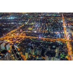 Instagram【korea_magichour】さんの写真をピンしています。 《오사카야경 맛뵈기 . 붉은궤적과 빌딩 불빛들이 어우러진  황홀한 야경 . #오사카여행  #오사카야경  #하루카스300 #일본야경  #야경 #일본전망대 #텐노지  #아베노하루카스 #天王寺 #harukas300  #osaka #やけい #夜景 #nightview #landscape #beautiful  #follow4follow #sky #instagood #instadaily #instagram #japan #photographer #view #bestview #f4f #bestview》