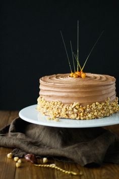 A delicious Nutella buttercream with a classic vanilla cake. | livforcake.com