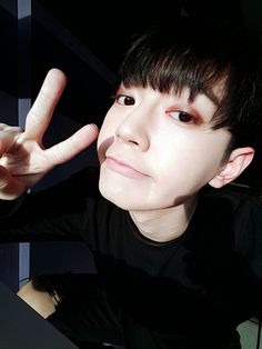 Bitto 비토 || Lee Changhyun 이창현 || Up10tion || 1996 || 180cm || Main Rapper || Main Dancer || Vocal