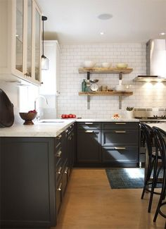 i love the dark lower cabinets with dark grout/white tile above