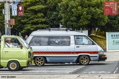 An important part of the Polynesian culture, Hawaii surfing used to be a privileged activity of the royalty in the old times. Famous Surfers, Toyota Van, Professional Surfers, Surfing Tips, Hawaii Surf, Day Van, California Surf, Polynesian Culture, Recreational Activities