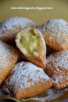 Tortelli dolci fritti Italian Pastries, Sweet Pastries, Italian Desserts, Sicilian Recipes, Best Italian Recipes, Favorite Recipes, Beignets, Baking Recipes, Dessert Recipes