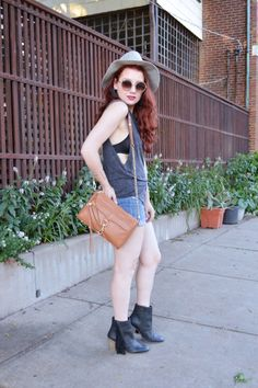 visible bralette outfit // loose tank with denim shorts and booties