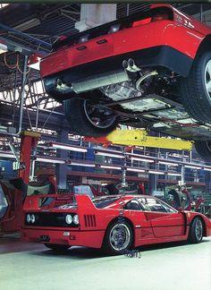 Ferrari sans Enzo - Maranello en 1989 - chaîne de montage - Automobiles Classiques décembre 1989 / janvier 1990