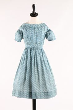printed cotton girl's dresses. 1840s, striped lozenge repeat Victorian Children's Clothing, Victorian Fashion, Vintage Fashion, Little Girl Dresses, Girls Dresses, Civil War Dress, 19th Century Fashion, Period Outfit, Popular Dresses