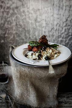 Pratos e Travessas: Everyday made special # Espetadas de porco marinado com arroz cremoso de cogumelos | Food, photography and stories
