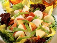 Apple and Radish Salad with Snow Peas Recipe Ingredients: 400 g white radish 3 ripe apples 200 g sugar snap peas 3 tomatoes 1 chicory 100 ml sunflower oil 100 ml apple cider vinegar 100 ml apple ju. Vegetarian Recipes Easy, Clean Recipes, Raw Food Recipes, New Recipes, Healthy Recipes, Savory Salads, Healthy Salads, Healthy Cooking, Healthy Eating