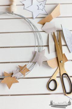 Wir feiern Weihnachten   DIY Idee Metallkranz mit Sternen
