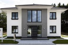 Haus Haus The post Haus appeared first on Architecture Diy. Best Exterior House Paint, Exterior Gray Paint, Exterior House Colors, Exterior Design, Modern Farmhouse Exterior, Facade House, House Facades, Paint Colors For Home, Home Fashion