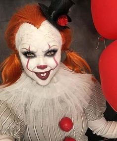 Thinking about dressing up as Pennywise this Halloween? If so, you are in the right place because we have 23 spooky and scary Pennywise makeup ideas. Maquillage Halloween Clown, Halloween Makeup Witch, Scary Clown Makeup, Pretty Halloween, Creepy Clown, Scary Halloween Costumes, Halloween 2019, Halloween Cosplay, Halloween Make Up