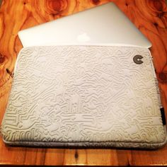 """Keith Haring Collection Sleeve for MacBook Air [13""""] People Emboss / White"""