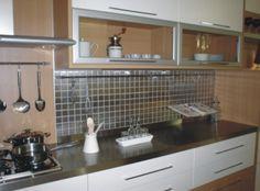Decoração // Cozinha // Pequena // Cores: Branco com Prata // Pastilha Inox // Moderno // :)