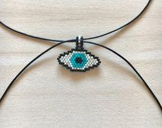 -Patrón de Peyote - Delica Miyuki rebordea el collar - collar en forma de ojo - hecha a mano collar de Bead Loom Patterns, Peyote Patterns, Beading Patterns, Loom Beading, Bead Weaving, Crochet Necklace, Bracelets, Necklaces, Chokers
