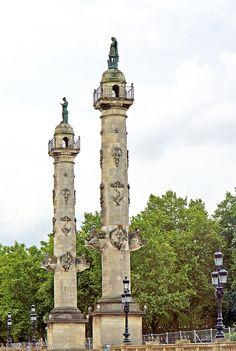 Bordeaux, destination touristique qui monte – blog lysbooking Colonnes place des Quinconces - Crédit photo Dennis Jarvis