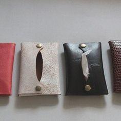 山羊革で作ったポケットティッシュのケース。縫わずにホックで止めて形を作っています。出し入れが簡単です。*定形外郵便で発送いたします。 全国一律140円(2個までは同一料金)*3個以上ご購入の際はレターパックライトでの発送になります。 全国一律350円 Leather Diy Crafts, Leather Projects, Leather Craft, Clay Art Projects, Sewing Projects, Transparent Bag, Leather Workshop, Handmade Purses, Small Leather Goods