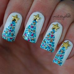 Christmas Tree Holiday Nail Art easy Free-Hand nail art bouillon garland Metal Star Topper