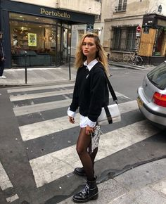 London Grunge Mode London grunge fashion & Outfit Inspiration & Stylish outfit ideas for women who love fashion! The post London grunge fashion appeared first on Katherine Levine. Looks Street Style, Street Style Summer, Looks Style, Grunge Street Style, Street Style Trends, Moda Grunge, Grunge Mode, Winter Fashion Outfits, Fall Outfits