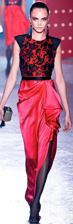 Red we love, the favorites of StoresConnect. Cara Delevingne, Glamour, Couture Details, Couture Collection, Beautiful Gowns, Fashion Pictures, Pretty Outfits, Dress To Impress, Dress Outfits
