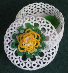 Basket in tatting for wedding favours: Judith Connors' variation of Leni M's pattern. The rose is Jeanne Lugert's design.