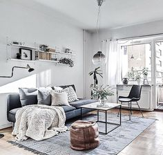 Sunday inspiration. Styling for @bjurfors_goteborg, broker Zara Ek. Photo @mariasahlander.  #inredningochdesign1 #stylebynorth #hilkeindesign #interiorbym #tendesignnorway #detaljen_ #homeinterior4you #min42a #plazainteriör #ssevjen #designfabriken #rebeqqa #designadehem #mynordicroom