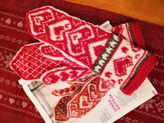 """31 gilla-markeringar, 1 kommentarer - Christine Widd (@hcwstickning) på Instagram: """"Mina hjärtliga vantar är färdiga ❤️💟❤️ Bara en sak som fattas, en riktig kall vinter! ❄️ Mönstret…"""" Instagram, Projects"""