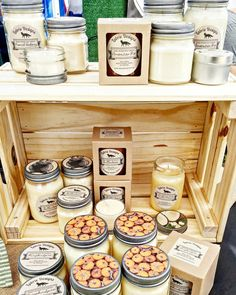 Everything you need to know to make the perfect DIY soy candles. Be a candle-making pro, start a soy candle business, or make DIY candles as gifts! Perfume Diesel, Soy Candle Making, Candle Making Supplies, American Pie, Brie, Homemade Soy Candles, Diy Candles, Candle Wax