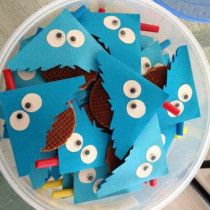 Traktatie - Nog een koekiemonster! Maar dan met eens troopwafel. je kunt natuurlijk ieder koekje nemen die je lekker vindt.