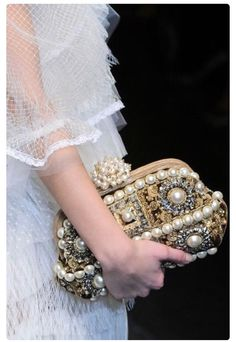 It's All About The Clutch!!! #Fashion #Trusper #Tip