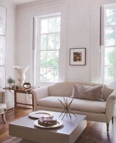 A WHITE GUARANTEE | Mark D. Sikes: Chic People, Glamorous Places, Stylish Things