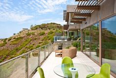 Luxurious-Hilltop-Bridge-House-in-Malibu-terraceMalibu's View of the Ocean – Find Out New Way for Relaxation - See more at: http://www.homevselectronics.com/malibus-view-of-the-ocean-find-out-new-way-for-relaxation/#more-2712