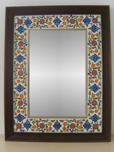 Porselen ayna Arte Coral, Mirror Mosaic, Mirror Mirror, Creative Diary, Cool Mirrors, Mirror Painting, Blue Pottery, Border Pattern, Happy Art