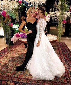 Com a noiva princess @raizamarinari  Parabéns pela noite impecável!  Felicidades  #casamentoraizaegerim #laylamonteiro #bloglaylamonteiro #wedding #bride by laylamonteiro http://ift.tt/1RmbSTW #Raynniere #Makepeace