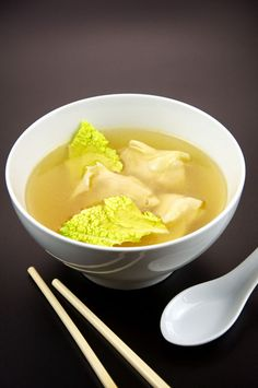Weight Watchers Wonton Soup recipe – 3 WW points, 3 WW points plus, 123 calories http://ww-recipes.net