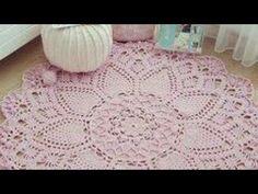 "Tapetes russos redondos ""Inspirações "" - YouTube Zig Zag Crochet, Puff Stitch Crochet, Crochet Doily Rug, Crochet Doily Patterns, Crochet Stitches, Rag Rug Tutorial, Knit Rug, Crochet Sunflower, Crochet Videos"