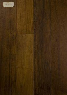 De kleur van vers Merbau-kernhout is geel tot oranje-bruin, nadonkerend tot bruin- donkerbruin. De kleurverschillen zijn kenmerkend voor deze houtsoort. Wanneer dit hout aan daglicht word blootgesteld verdwijnen de kleurverschillen. Geschaafd hout vertoont vaak een fraaie glans. Merbau is goed te bewerken, maar slecht te spijkeren/schroeven.