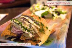 Milhojas de pan de cristal con Torta del Casar y boquerones en vinagre