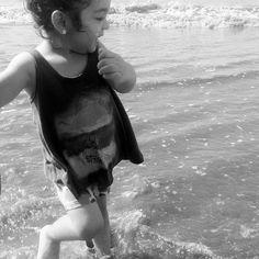 Água e criança! Combinação perfeita para alegria!  #praia #vidademãe #maternidade #momblogger #brincadeiradecriança #filhos