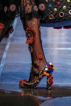 Close-up photos you need to see from the Dolce   Gabbana spring 2016 runway 9e8c56cd65