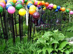 Google Image Result for http://www.mooseyscountrygarden.com/chelsea-flower-show/diarmuid-gavin-chelsea-baubles.jpg