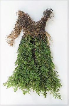 Dress made of forest moss and ferns? Vegetal Concept, Art Environnemental, Foto Fantasy, Fairy Clothes, Textiles, Fairy Dress, Garden Dress, Midsummer Nights Dream, Dress Form