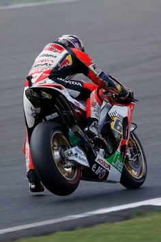 Bradl...'Okay so 200 miles an hour and a bit of corner comes up, squeeze the brakes and sort of get off, then it goes round and you can get on again....'