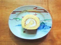 【いちじくロール】 プレーン生地のスポンジの中に、手作りのいちじくジャムと生クリームを入れた、シンプルで素朴なお味のロールケーキです。