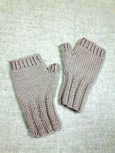 Weiche und kuschlig warme fingerlose Kinderhandschuhe für Kleinkinder (2-3 Jahre) aus Bio-Wolle kbT. Farbe: Hellbeige, Sand Material: 100% Wolle