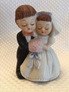 Adorable-VINTAGE-Figurine-BRIDE-amp-GROOM-Ceramic-WEDDING-COUPLE-BRIDAL-COUPLE