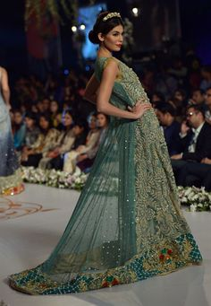 7fb464d2a8c 30 Best Wedding Outfits from Pakistani Bridal Couture Week 2014 - Gallery -  TheBigFatIndianWedding.com