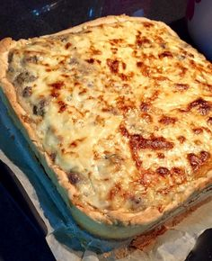 Ingrédients: Pour la pâte: 250 g de farine 125 g de beurre ramolli sel levure chimique 1 jaune d'œuf pour ramasser Pour la farce: viande hachée oi
