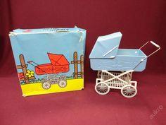 Kočárek-modrý-jak nový krabice !! Vintage Pram, Vintage Girls, Vintage Toys, Baby Doll Furniture, Dolls Prams, Baby Prams, Vintage Dollhouse, Little Doll, Retro Toys